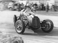 GP of Mantova, 1948 🇮🇹 Felice Bonetto drifting his Cisitalia while smoking a cigarette. Grand Prix, Courses F1, Maserati, Bugatti, Course Vintage, Muscle Cars, Classic Race Cars, Old Race Cars, Vintage Race Car