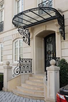 Balustrade Balcon, Balustrades, Colonial House Exteriors, Dream House Exterior, Architect Design House, House Design, Door Canopy Iron, Awning Over Door, Bungalow Haus Design