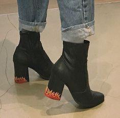 Imagem de fashion, shoes, and black Sock Shoes, Shoe Boots, Shoes Heels, Fashion Shoes, Fashion Outfits, Fashion Trends, Style Fashion, Party Fashion, Fashion Jewelry