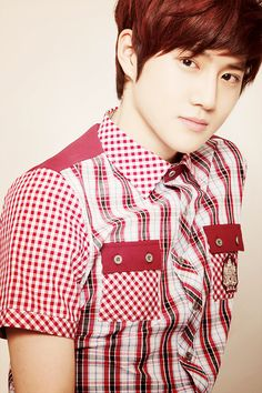 Suho having trouble choosing what plaid to wear
