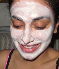 On-the-go diy face mask for dry skin: put cold yogurt & honey mixture on face for 10-15 minutes