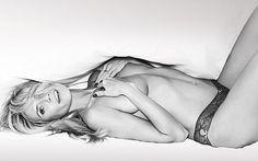 Η Heidi Klum τόπλες κυλιέται στα σεντόνια