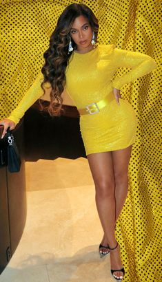 The largest photo gallery for Beyoncé Knowles with pictures, including photoshoots, appearances, performances, candids and more. Beyonce 2013, Beyonce Coachella, Beyonce Knowles Carter, Beyonce And Jay Z, Beyonce Dresses, Beyonce Beyonce, Jasmin Sanders, Beyonce Style, Mrs Carter