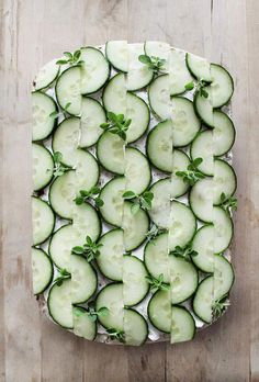 Cake Decorating 171066485833298663 - 27 Incredible savory sandwich cake ideas for a brunch party Source by StudioAMdesign Food Garnishes, Garnishing, Sandwich Cake, Sandwich Recipes, Cucumber Sandwiches, Snacks Für Party, Food Decoration, Food Design, Creative Food