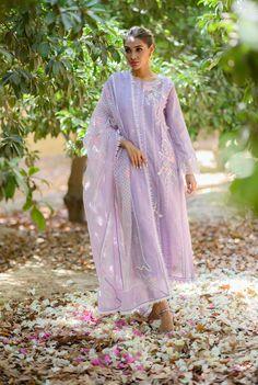 Pakistani Dresses Casual, Pakistani Dress Design, Indian Dresses, Indian Party Wear, Indian Wear, Pakistani Couture, Kurti Designs Party Wear, Blouse Neck Designs, Desi Clothes