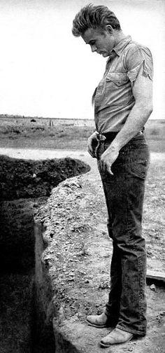 James Dean -- Needs a Giant Pee! Hollywood Actor, Hollywood Stars, Classic Hollywood, Old Hollywood, James Dean Photos, Indiana, Rock Poster, Jimmy Dean, East Of Eden