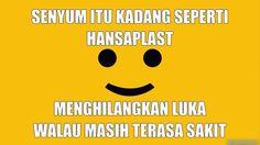 senyum itu kadang seperti hansaplast, menghilangkan luka walau masih terasa sakit.