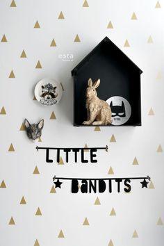 HD vliesbehang grafische driehoeken goud en wit op een mileuvriendelijke vlies behang ondergrond. #little #bandits