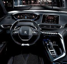 Peugeot 5008 GT Line 2017 Esse é o interior da versão com visual esportivo do novo SUV de grande porte e 7 lugares da Peugeot. Vai completar a família de 2008 e 3008. Há também o 4008 nome que o 3008 vai adotar na China. Painel tem o design I-cockpit segunda geração com destaque para o quadro de instrumentos totalmente digital. Motores Puretech 1.2 de 130 cv e 1.6 de 165 a gasolina e seis opções a diesel de 100 a 180 cv. Transmissão manual ou automática de seis velocidades. Acima desse…