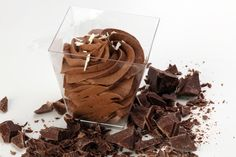 La crema al mascarpone e Nutella è perfetta per farcire torte o realizzare un tiramisù diverso dal solito. Ecco la ricetta ed alcuni consigli