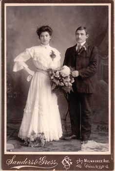 MILWAUKEE COUPLE_0004 BRIDE AND GROOM IN CHICAGO, ILLINOIS