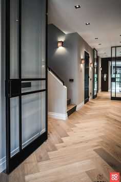 Nobel Flooring wood floor with large herringbone model Highly Exclusive - House .- Nobel Flooring Holzfußboden mit großem Fischgrätmodell Hoch Exklusiver – Haus… Nobel Flooring wood floor with large … - Home Interior Design, Interior Decorating, Wooden Flooring, Modern Wood Floors, Dark Flooring, Hardwood Floor, Home Fashion, Residential Architecture, Cheap Home Decor