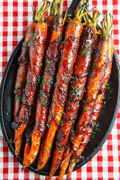 Side dish recipes 17451517287276784 - Maple Glazed Bacon Wrapped Roasted Carrots Source by AndreaPoluka Carrot Recipes, Healthy Recipes, Vegan Bbq Recipes, Healthy Food, Kabob Recipes, Pasta Recipes, Maple Glazed Carrots, Roasted Chicken, Snacks