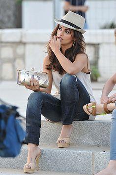 Mónica Cruz, de vacaciones en Málaga con vaqueros slim y sandalias stilletto.- http://www.vogue.es/celebrities/galerias/celebrities-con-sombrero/3759/image/339554