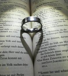 Ringherz auf Bibel  #Bibel #Herz #Liebe #Fotografie #Hochzeit #Love