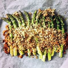Leivänmurujen kanssa paahdetut parsat | Soppa365 Avocado Toast, Asparagus, Favorite Recipes, Vegan, Vegetables, Breakfast, Food, Drinks, Morning Coffee