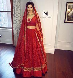 Indian bridal outfits red lehenga choli ideas for 2019 Wedding Lehnga, Indian Bridal Lehenga, Indian Bridal Outfits, Indian Bridal Makeup, Indian Bridal Wear, Indian Dresses, Bridal Dresses, Bridal Hair, Wedding Hijab