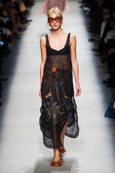 Rochas at Paris Fashion Week Spring 2016 - Runway Photos