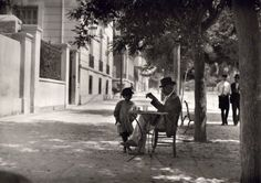 Old photos from Greece, old pictures from Greece of the interwar period, a life work of swiss photographer Fred Boissonnas. Old Pictures, Old Photos, Vintage Photos, Greece Pictures, Greece Photography, Street Photography, White Photography, Magnified Images, Frederic