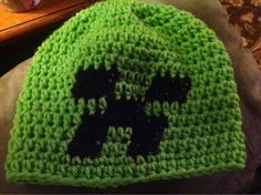 Minecraft creeper hat pattern by Amy Marlatt Crochet Kids Hats, Crochet For Boys, Crochet Crafts, Yarn Crafts, Crochet Projects, Crochet Children, Crochet Ideas, Crochet Beanie Pattern, Crochet Cap
