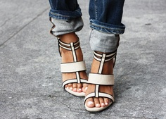 Graphic black and white. #shoes #streetstyle
