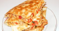 Retete mancare mexicana, reteta quesadilla de casa cu piept de curcan, quesadillas recipe. Quesadillas, Guacamole, Salsa, Sandwiches, Food And Drink, Dinner, Ethnic Recipes, Mexican, Dining