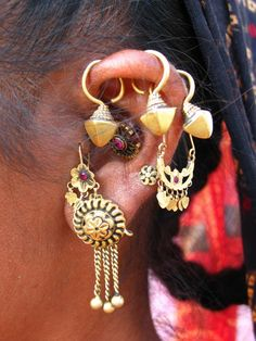 India | Details of the earrings worn by a woman in Gujarat | ©Huub Verbeek