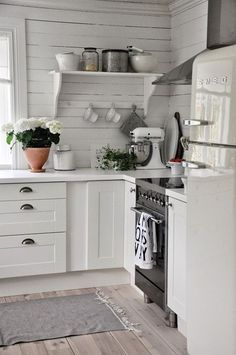 Love the clean space-saving cottage kitchen design. The shelf with with bracing bar across for holding cups or stabilization.~~~~Love this kitchen for the white and cabinets and boards~~~ Country Kitchen, New Kitchen, Vintage Kitchen, Kitchen Dining, Kitchen Decor, Kitchen Modern, Kitchen Ideas, Kitchen Walls, Decorating Kitchen