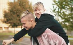 The cutest thing I've never seen in my life Twin Boys, Keep Calm And Love, Cute Pictures, Have Fun, Twins, My Life, Harry Potter, Cute Animals, Singer