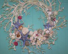 Ghirlanda corallo e conchiglie