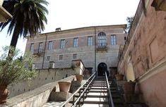 di Sabrina Rinaldi Dal 1 aprile la bellissima Villa Poniatowski voluta da papa Giulio III Ciocchi del Monte su via dell'Arco Oscuro (odierna via di Villa Giulia), come dependance della sua v…
