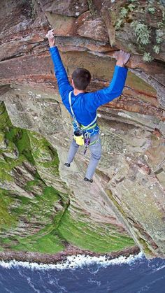 Dave MacLeod becomes first person to free-climb (solo?) high St John's head on the Isle of Hoy in Scotland Sport Climbing, Ice Climbing, Mountain Climbing, Mountain Biking, Parkour, Tackle World, Escalade, Mountaineering, Climbers