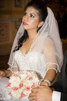La novia meditando la trascendencia del momento en su boda.