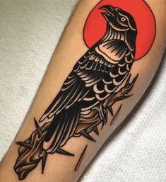 Scary Tattoos, Mom Tattoos, Irish Tattoos, Body Art Tattoos, Black Bird Tattoo, Black Ink Tattoos, Traditional Tattoo Raven, Corvo Tattoo, Desenhos Old School
