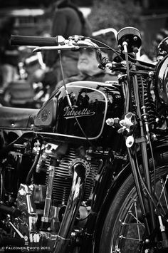 Velocette ll Antique Motorcycles, American Motorcycles, Triumph Motorcycles, Classic Motors, Classic Bikes, Bike Engine, Cafe Racer Motorcycle, Old Bikes, Bike Parts