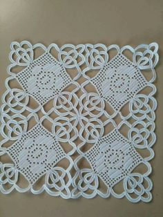 This post was discovered by Şü Filet Crochet, Irish Crochet, Crochet Motif, Crochet Doilies, Knit Crochet, Crochet Patterns, Crochet Cushion Cover, Pineapple Crochet, Crochet Tablecloth