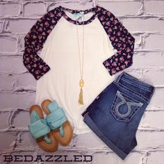We love this NEW Floral Sleeved Tee, $24.99 sizes small-large! #bedazzledokc #boutique #okc #shopbedazzled