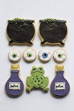 Witches Brew Halloween cookies from Juliet Stallwood. Fall Cookies, Iced Cookies, Cute Cookies, Holiday Cookies, Cupcake Cookies, Halloween Sugar Cookies, Halloween Sweets, Halloween Fun, Halloween Biscuits