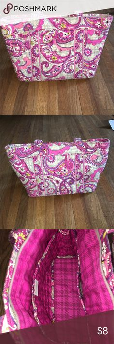 Vera Bradley Purse! Vera Bradley Purse! No rips holes or stains! Gently Used! Zipper is broken. But still a amazing Purse Vera Bradley Bags Shoulder Bags