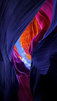"Lower Antelope Canyon, Arizona My comment; It is so beautiful, it's almost unreal. Is this what they call a ""slot"" canyon and is that the same type of canyon to get to Petra? Ps Wallpaper, Wallpaper Earth, Wallpaper Backgrounds, Beautiful World, Beautiful Places, Landscape Photography, Nature Photography, Photography Tips, Splash Photography"