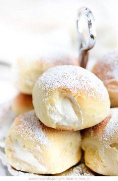 Słodkie bułeczki z bitą śmietaną Składniki: 3 szkl… na Stylowi.pl Polish Desserts, Cookie Desserts, Cookie Recipes, Recipe Fr, Bread Machine Recipes, Sweets Cake, Donuts, Pastry Recipes, Bread And Pastries
