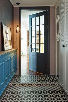 Front Door Lighting, Front Door Entrance, House Entrance, Cafe Design, Interior Design, Interior Doors, Foyer Staircase, Wooden Doors, Door Design