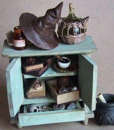 Miniatures et maisons de poupees : mes vitrines, meubles garnis