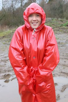 Vinyl Rain — Shiny Girls in red Rainwear Red Raincoat, Vinyl Raincoat, Plastic Raincoat, Rain Fashion, Plastic Mac, Hooded Cloak, Raincoats For Women, Cosplay Outfits, Rain Wear