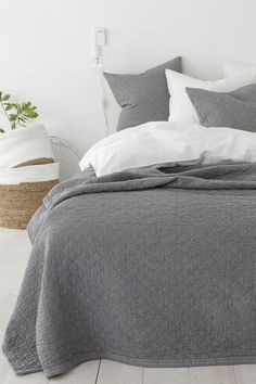 Ellos Home Sengetæppe Elma Check cm Grey Bedding, Bedding Sets, Bedroom Inspo, Bedroom Decor, Grey Sheets, Bed Sets, French Country Style, Home Interior, Home Textile