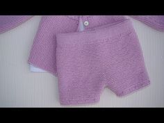 PANTALÓN BÁSICO DE BEBÉ EN AGUJAS RECTAS, BABY PANT ON STRAIGHT NEEDLES (ESPAÑOL-ENGLISH PATTERN) - YouTube Baby Knitting Patterns, Baby Patterns, Knit Baby Pants, Crochet Baby, Knit Crochet, Crochet Skirts, Knitting For Beginners, Baby Booties, Baby Dress