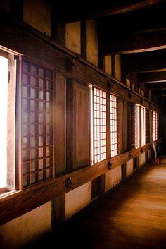 Interior del Castillo de Himeji, Hyogo. Conoce más sobre impresionantes castillos en el blog de www.solerplanet.com
