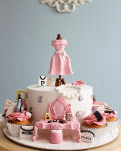 Fashion/makeup Cake and cupcake by asli