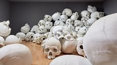 Ron Mueck Stacks Hundred Skulls at His Biggest-Ever Installation