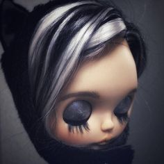 The base doll is a tbl (fake) Blythe customized by me. The work done includes: - reroot natural goat hair - original makeup polished; - carving of lips, nose; - new makeup with dry pastel, watercolor pencils, coated with multiple layers of varnish (mr super clear); - neck joint; -